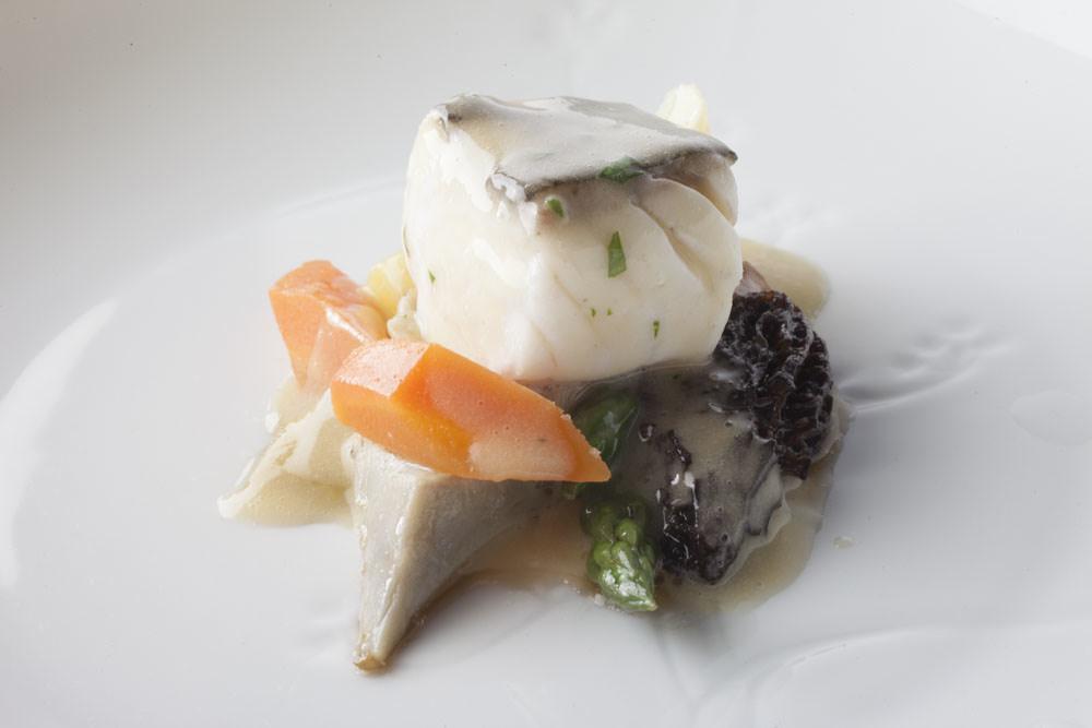 Sea bass, morel and peach in white wine